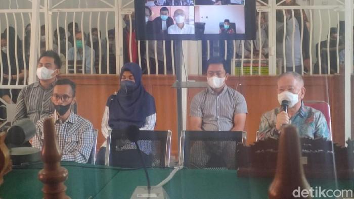 Saksi yang dihadirkan KPK dalam sidang terdakwa penyuap Nurdin Abdullah, Agung Sucipto di Makassar (Hermawan/detikcom).