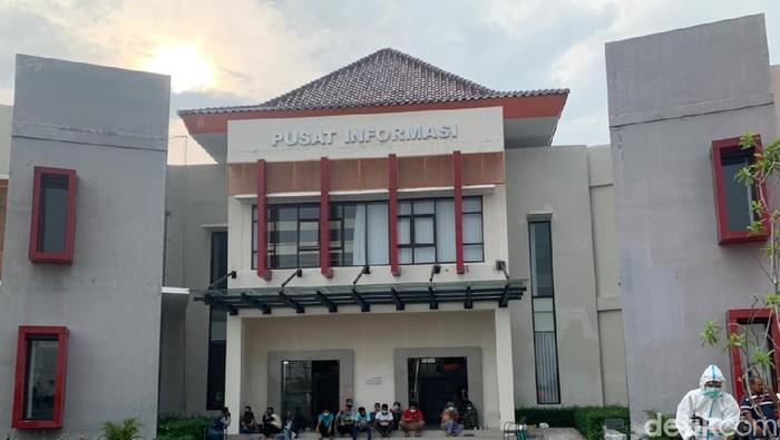 Kantor Badan Pengembangan Wilayah Suramadu (BPWS) Bangkalan, Madura, difungsikan sebagai rumah sakit lapangan Bengkalan.