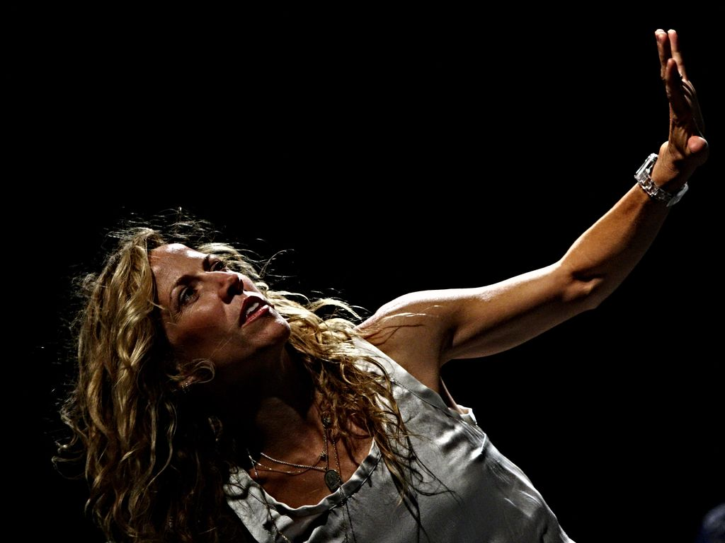 SAVONA, ITALY - JULY 07:  Singer Sheryl Crow performs on July 7, 2008 in Savona, Italy.  (Photo by Vittorio Zunino Celotto/Getty Images)