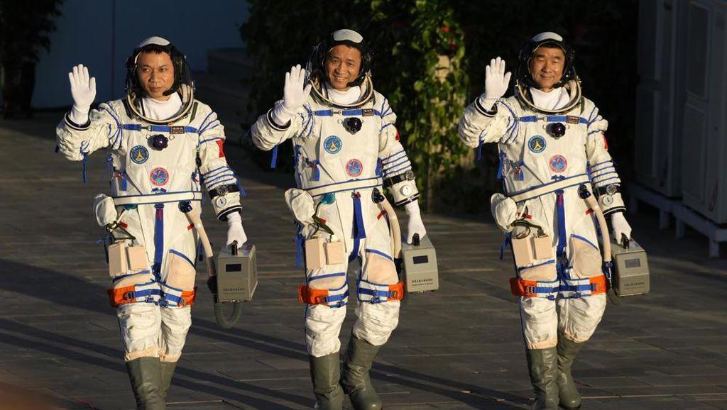 90 Hari di Luar Angkasa, 3 Astronaut China Kembali ke Bumi