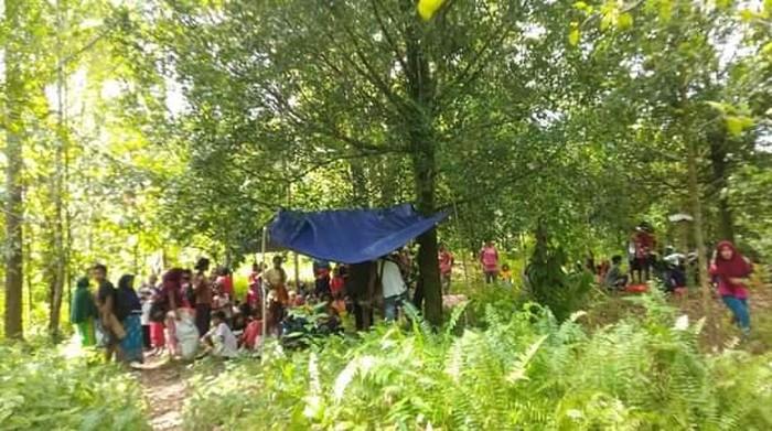 Warga Negeri Yaputih masih bertahan di gunung usai gempa kemarin, Rabu (16/6)