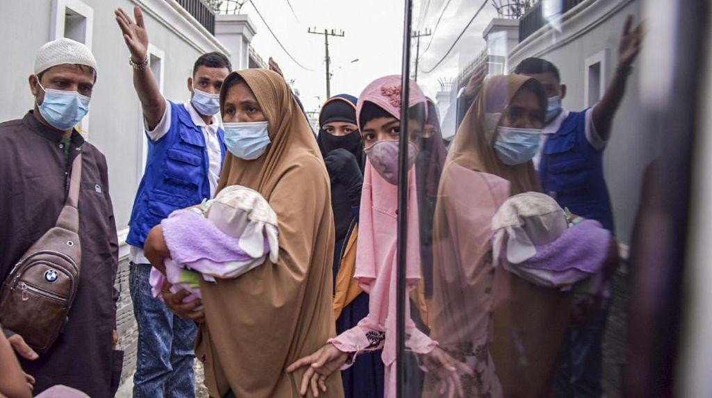 Belasan Rohingya di Aceh Direlokasi ke Medan