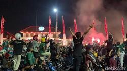 Persebaya Ultah, Puluhan Ribu Bonek Padati Tengah Kota Surabaya