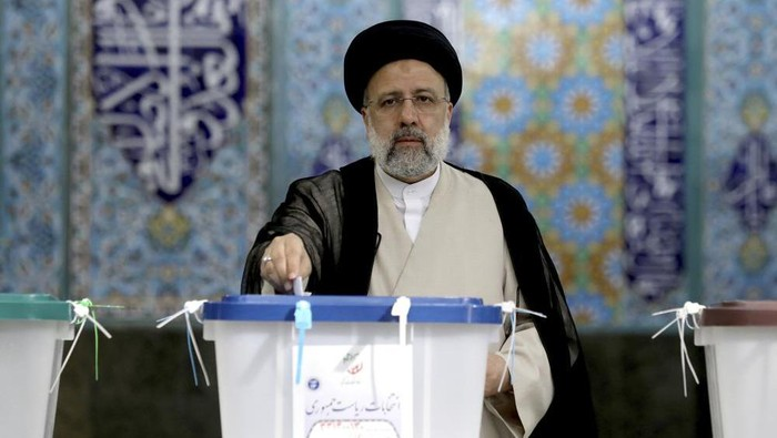 Ebrahim Raisi, a candidate in Irans presidential elections, casts his vote at a polling station in Tehran, Iran Friday, June 18, 2021. Iran began voting Friday in a presidential election tipped in the favor of a hard-line protege of Supreme Leader Ayatollah Ali Khamenei, fueling public apathy and sparking calls for a boycott in the Islamic Republic. (AP Photo/Ebrahim Noroozi)