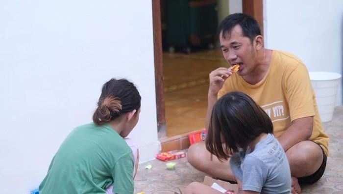 Hanung Bramantyo dan anak-anaknya