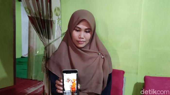 Istri ABK yang suaminya terlantar di Timor Leste (Hermawan/detikcom).