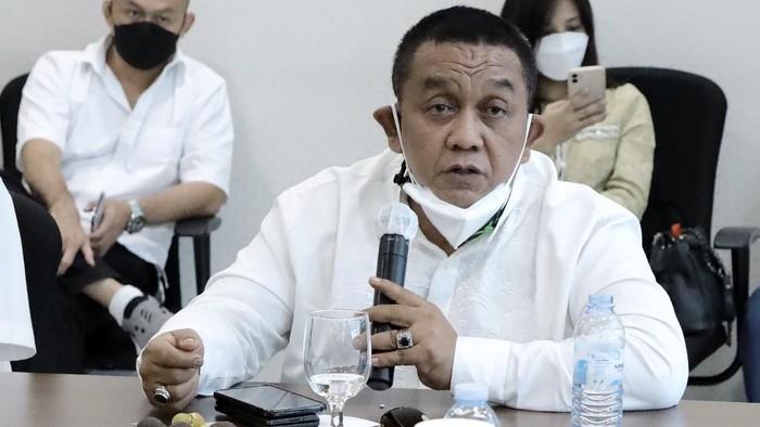 Ketua Kadin Jawa Barat Cucu Sutara meminta panitia Munas Kadin yang sejatinya digelar di Kendari pada 28-30 Juni 2021 mendatang itu ditunda karena meningkatnya kasus COVID-19.
