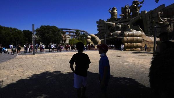 Diketahui, taman hiburan yang berada di pinggiran Roma ini kembali dibuka untuk umum Kamis (17/6) waktu setempat.