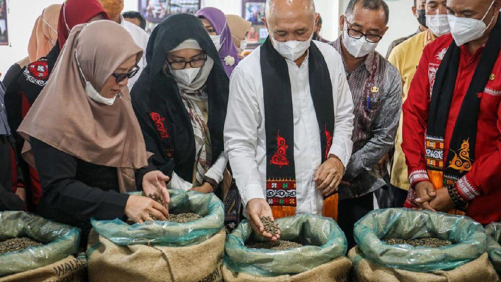 Teten Apresiasi Koperasi Wanita Gayo, Punya Aset hingga Rp 8,5 M