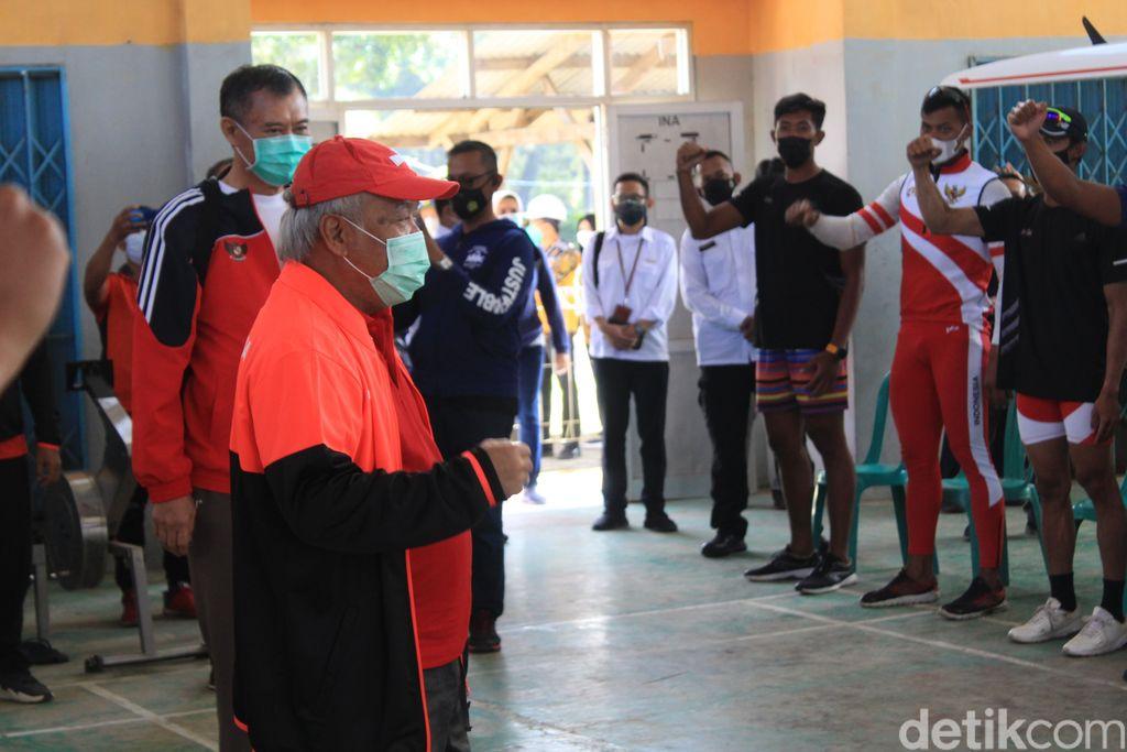 Ketua Umum Pengurus Besar Persatuan Olahraga Dayung Seluruh Indonesia (PODSI) Basuki Hadimuljono