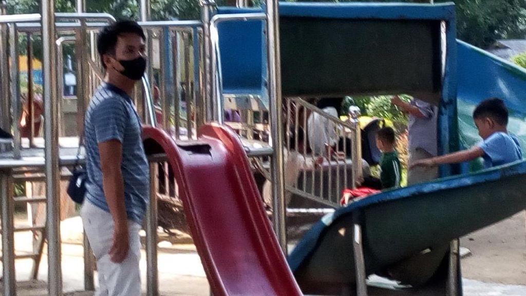 Ironi Anak-anak di Medan Main Perosotan Rusak di Taman Depan Rumdin Gubsu