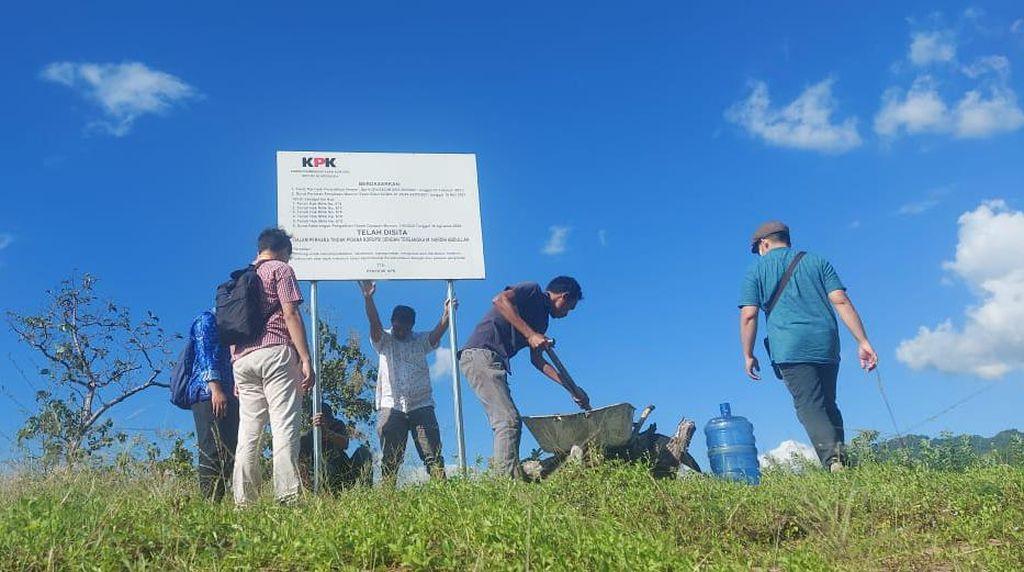 KPK Pasang Plang Penyitaan di 6 Bidang Tanah Milik Nurdin Abdullah