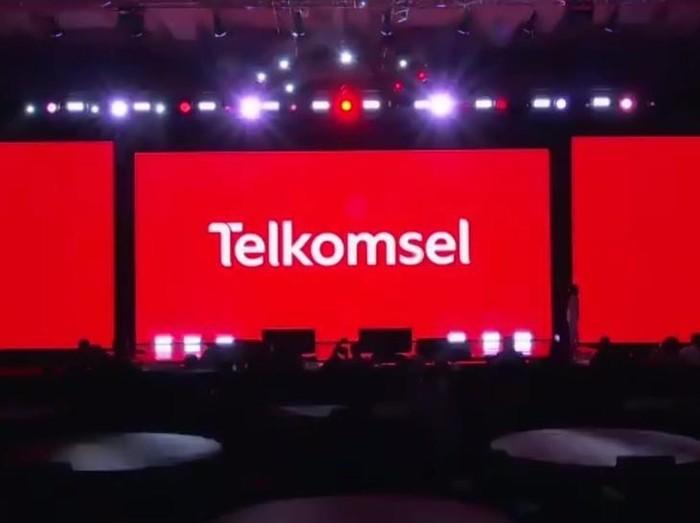 Telkomsel melakukan perubahan pada logo perusahaan yang kini lebih modern, berwarna, hingga futuristik.