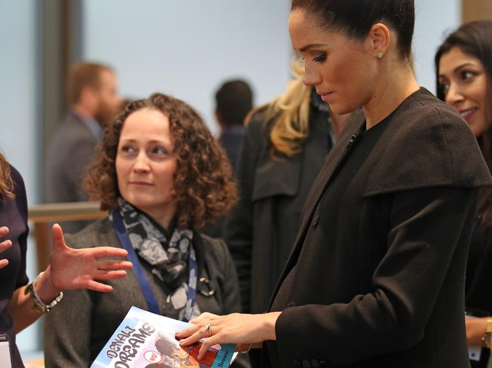 LONDON, ENGLAND - JANUARY 31: Meghan, Duchess of Sussex looks at Denali Dreams, a book for native American Indian children about the dangers of tobacco use, during a visit to the Association of Commonwealth Universities at University Of London on January 31, 2019 in London, England. In her new role as Patron of the international organisation which is dedicated to building a better world through higher education, the Duchess met students from the Commonwealth now studying in the UK, for whom access to university has transformed their lives. (Photo by Yui Mok - WPA Pool/Getty Images)