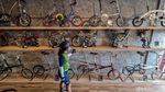 Meraup Laba Lewat Usaha Kafe Berpadu Jasa Perbaikan Sepeda