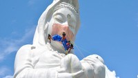 Harap Corona Usai, Patung Dewi Buddha di Jepang Kenakan Masker