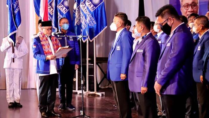 PAN gelar pelantikan pengurus DPW Provinsi Kalimantan Timur dan Rakerwil I di Samarinda. Acara itu dihadiri sejumlah tokoh PAN salah satunya Zulkifli Hasan.