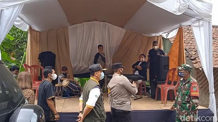 Petugas Hentikan Pesta Nikah di Sukabumi