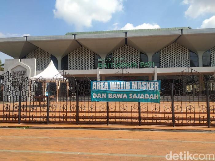 Suasana sepi di Masjid Agung Baitunnur Pati, Jumat (18/6/2021).