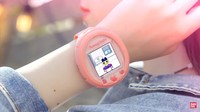Reinkarnasi Tamagotchi Kini jadi Smartwatch Modern