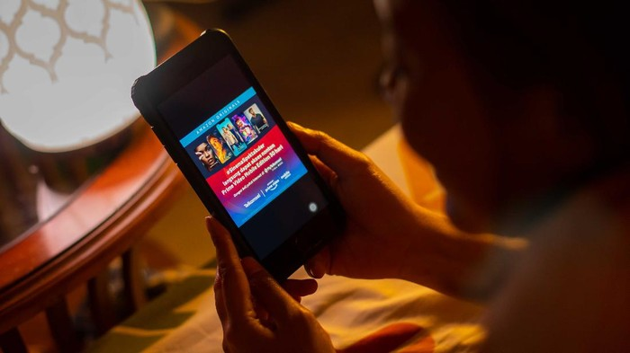 Telkomsel kembali menambah portofolio hiburan digital mereka dengan menggaet Amazon Prime Video mulai harga Rp 7.500.