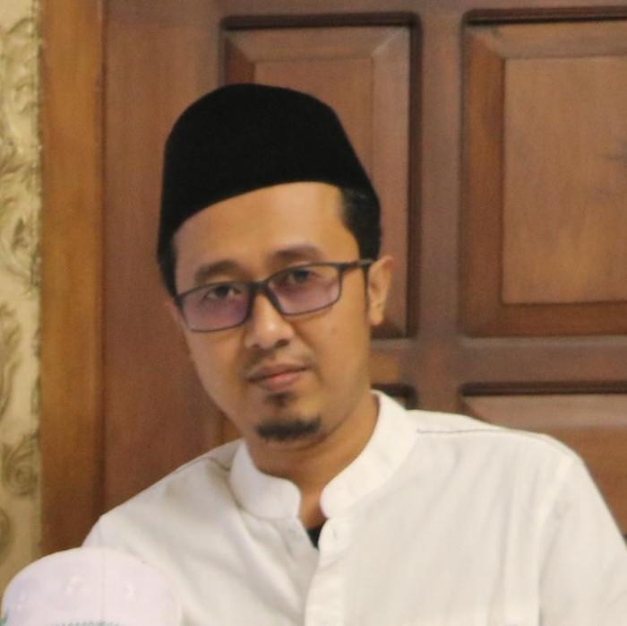 Puluhan pengendara melakukan perusakan di pos penyekatan Suramadu sisi Surabaya sekitar pukul 03.00 WIB. Tokoh Agama Bangkalan KH Fathur Rozi Zubair menyayangkan aksi tersebut.