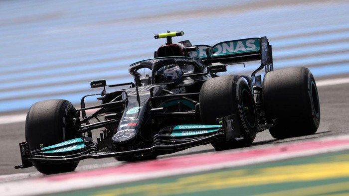 LE CASTELLET, FRANCE - JUNE 18: Valtteri Bottas of Finland driving the (77) Mercedes AMG Petronas F1 Team Mercedes W12 on track during practice ahead of the F1 Grand Prix of France at Circuit Paul Ricard on June 18, 2021 in Le Castellet, France. (Photo by Clive Rose/Getty Images)