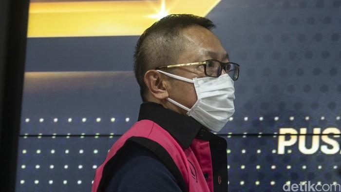 Kejaksaan Agung memulangkan Adelin Lis, buron pembalakan liar selama 10 tahun. Terlihat, Adelin melangkah di Bandara Soekarno-Hatta, Cengkareng, Tangerang.