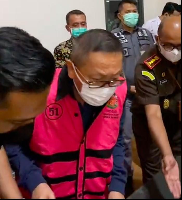 Adelin Lis Si Buron tiba di Bandara Soekarno-Hatta, 19 Juni 2021. (Tangkapan layar Instagram Kejagung RI)
