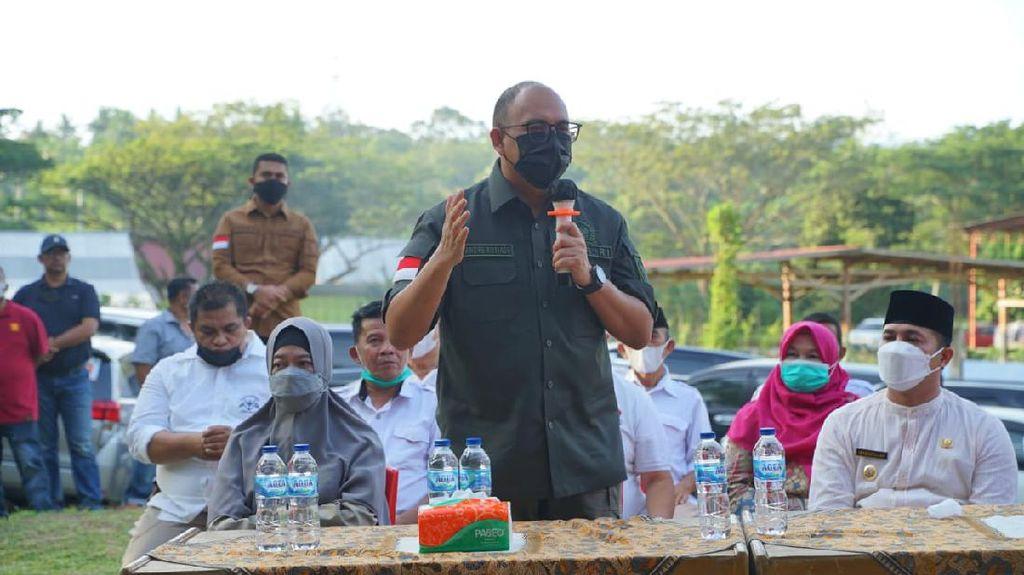 Andre Rosiade Bagi Ribuan Sembako & Bantu Bangun Pasar Rp 6 M di Sijunjung