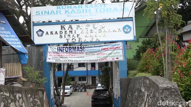 Asrama Mahasiswa di Tana Toraja ini ditutup sementara usai banyak mahasiswa kena COVID-19. (M Riyas/detikcom)