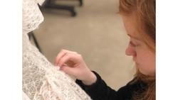Wanita Ini Rajut Sendiri Gaun Pengantinnya Selama 9 Bulan, Begini Hasilnya