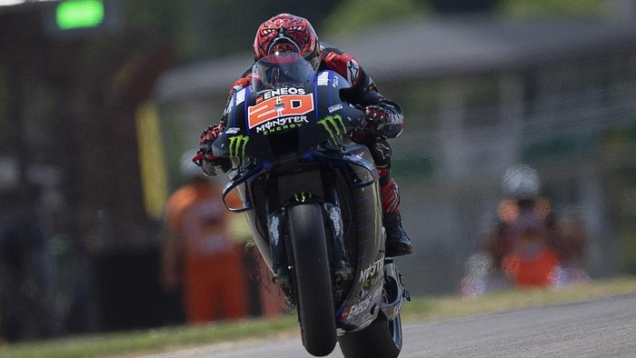 HOHENSTEIN-ERNSTTHAL, GERMANY - JUNE 18: Fabio Quartararo of France and Monster Energy Yamaha MotoGP Team lifts the front wheel during the  MotoGP of Germany - Free Practice at Sachsenring Circuit on June 18, 2021 in Hohenstein-Ernstthal, Germany. (Photo by Mirco Lazzari gp/Getty Images)