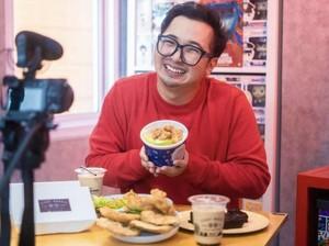 Hobi Jajan, Ini Momen Edho Zell Borong Gorengan hingga Makan Es Krim