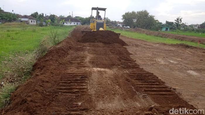 Pengembang Perumahan Sevilla di Purworejo, Kota Pasuruan meradang usai proses pengurukan lahan dihentikan Satpol PP. Mereka menegaskan tak melanggar aturan.