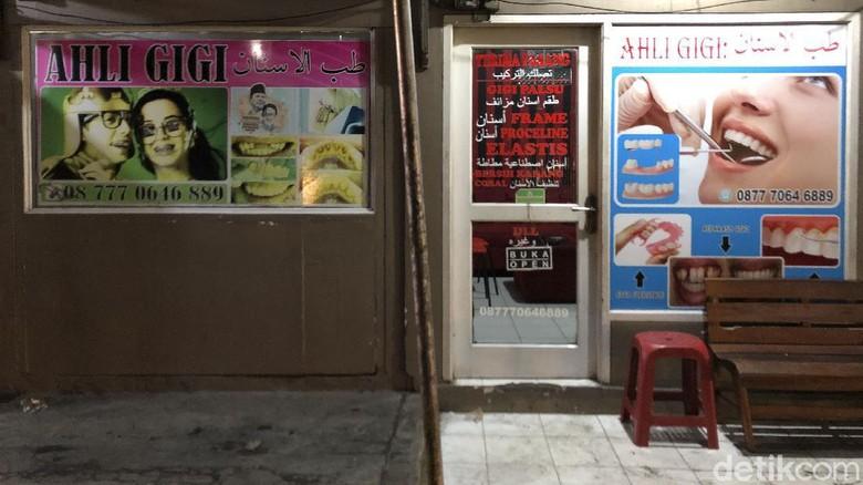 Sejumlah pertokoan khas Arab nampak sepi, Rabu, (15/6/2021). Kawasan Cipanas-Cianjur yang lekat dengan kawin kontrak dan turis Timur Tengah kini terlihat sepi.