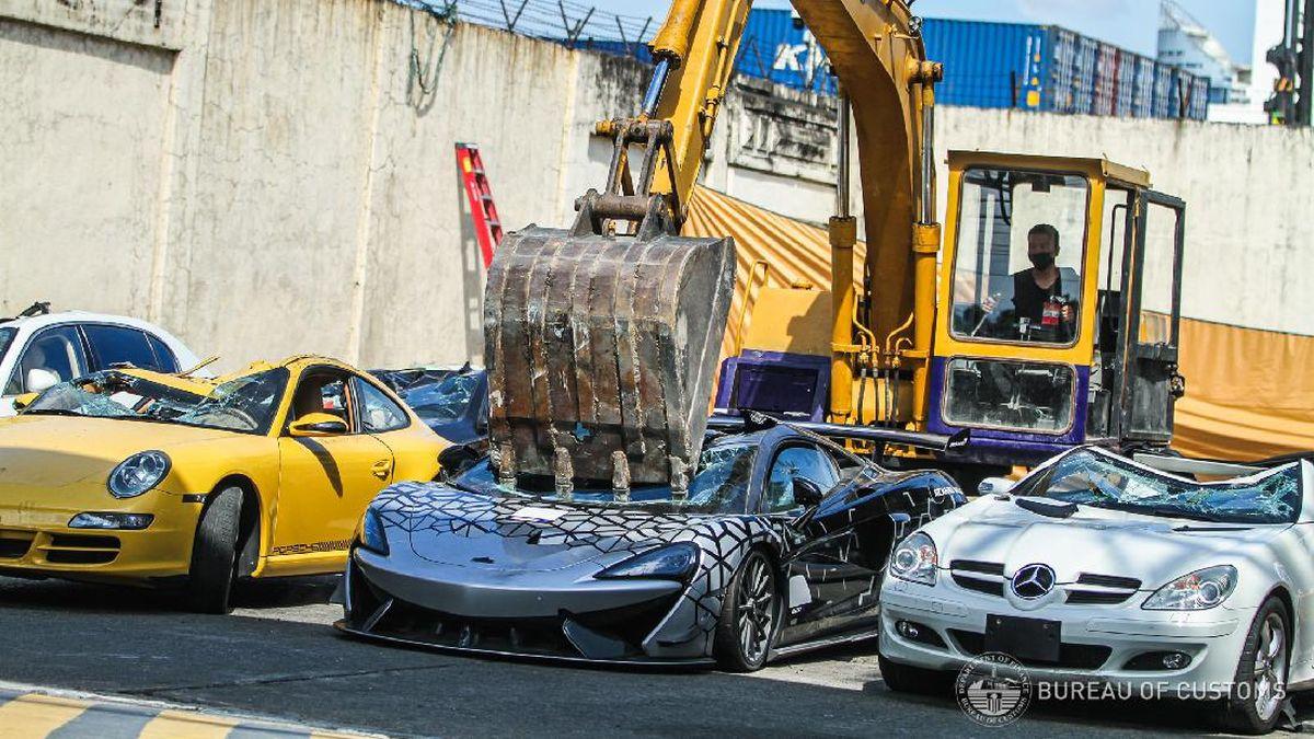Ngilu Mclaren Bentley Hingga Lotus Selundupan Dihancurkan Pakai Eskavator