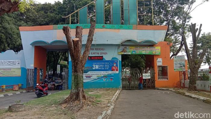 Pantai Kartini Jepara yang ditutup, Kamis (20/5/2021).