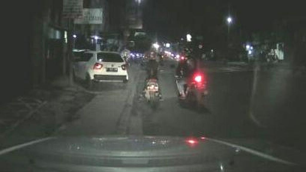 Viral Video Pengendara Motor Sport Rampas Ponsel Wanita di Cimahi
