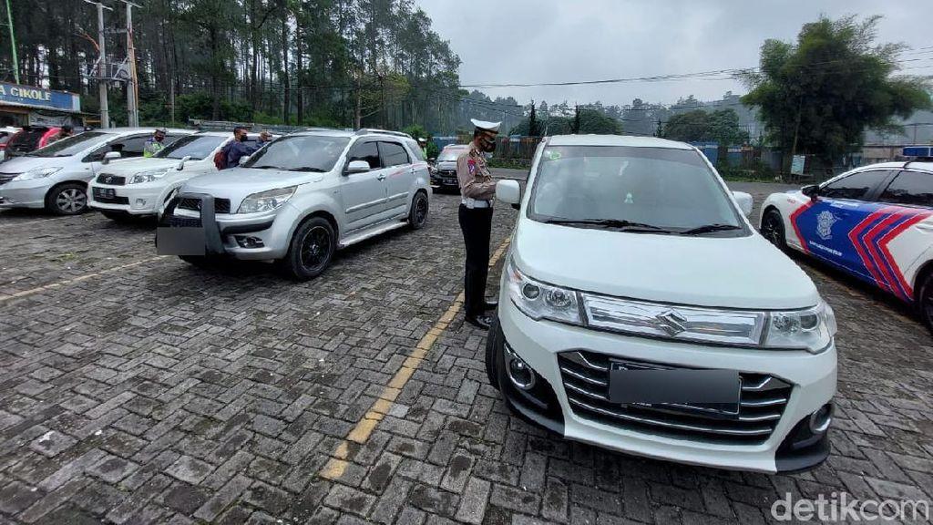 30 Kendaraan Wisatawan Diputar Balik di Lembang Bandung