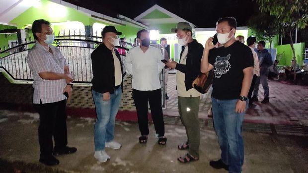 Polisi saat melakukan olah TKP penembakan Pemred media lokal di Sumut (dok. Polda Sumut)