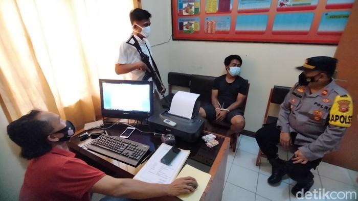 Polisi Tangkap Pria Tak Percaya Corona-Siap Sentuh Mayat Positif