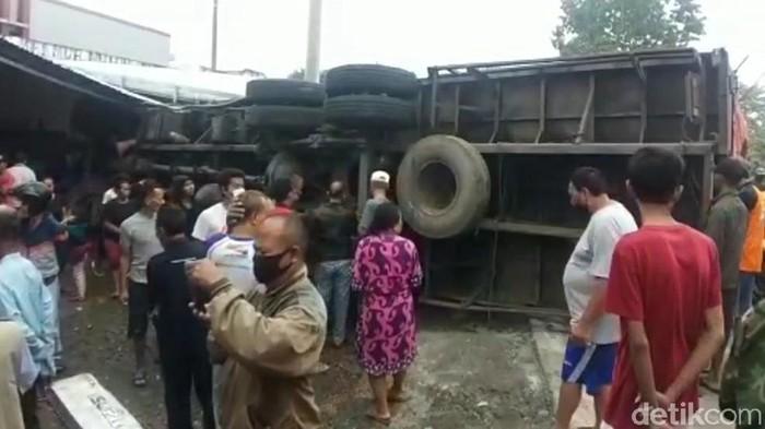Truk yang mengalami kecelakaan di Brebes, Sabtu (19/6/2021).