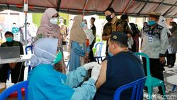 Ribuan Santri di Banyuwangi Mulai Jalani Vaksinasi COVID-19