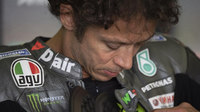 HOHENSTEIN-ERNSTTHAL, GERMANY - JUNE 18: Valentino Rossi of Italy and Petronas Yamaha SRT  prepares to start in box during the  MotoGP of Germany - Free Practice at Sachsenring Circuit on June 18, 2021 in Hohenstein-Ernstthal, Germany. (Photo by Mirco Lazzari gp/Getty Images)