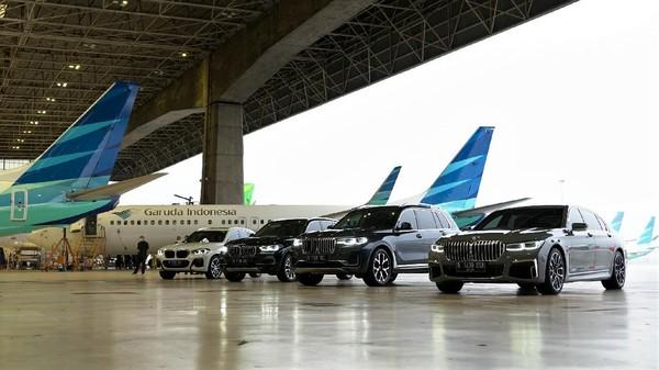 """Peluncuran layanan tersebut ditandai dengan penandatanganan kerja sama layanan """"Prestige Service"""" oleh Direktur Utama Garuda Indonesia, Irfan Setiaputra dan Direktur Utama BMW, Ramesh Divyanathan pada Jumat (18/6) bertempat di GMF AeroAsia."""