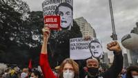 Presiden Brasil Digeruduk Massa Usai Angka Kematian COVID-19 Capai 500 Ribu