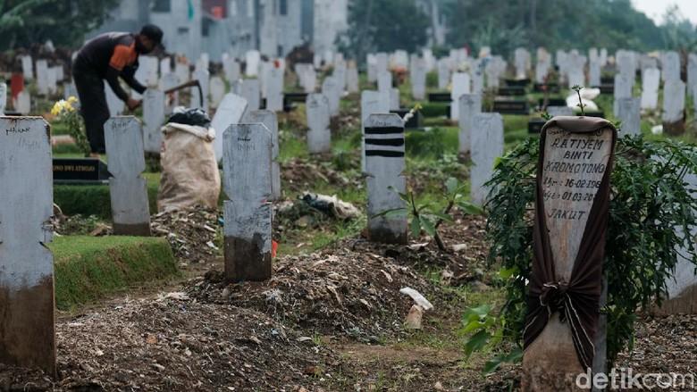 Pemprov DKI Jakarta ungkap adanya lonjakan pemakaman dengan protap COVID-19 dalam sepekan terakhir. Hal itu terjadi usai meningkatnya kasus corona di Ibu Kota.