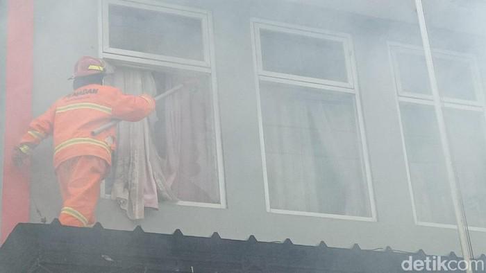 Kantor Dinas PU Pangandara terbakar.