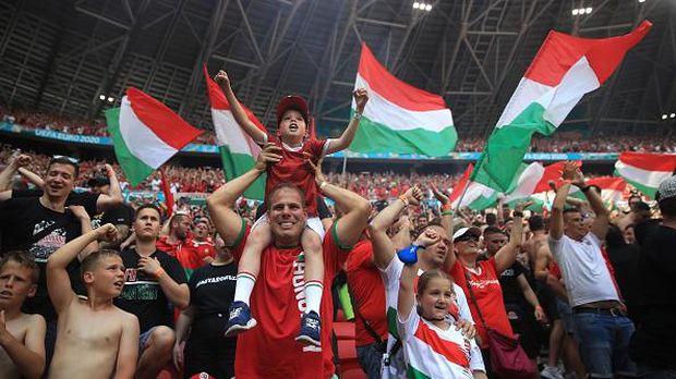 Puskas Arena dipenuhi penonton kala pertandingan Hungaria melawan Prancis di Euro 2020. Sorak sorai penonton mewarnai pertandingan matchday kedua Grup F itu.